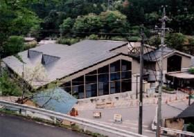 湯谷温泉施設 ゆ~ゆ~ありいな 屋根